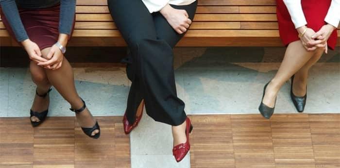 خودداری از قرار دادن پاها روی یکدیگر در زمان نشستن برای پیشگیری از واریس